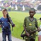 Kindersoldaten im deutschen Mittelgebirge -  provokant? Kindersoldaten in Afrika - normal?